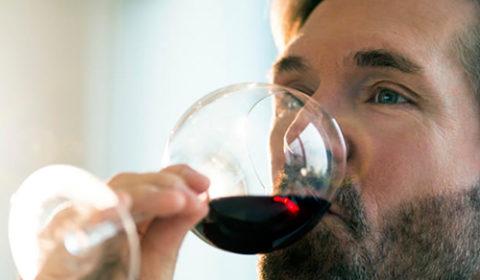 man_drinking_wine